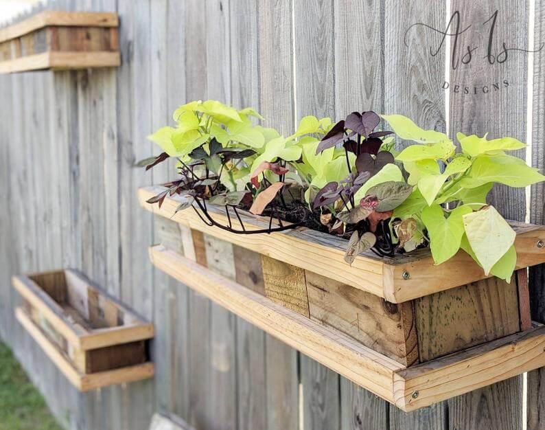 Plantatoare din lemn suspendate