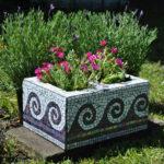 jardiniera cu placi de mozaic