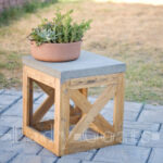 masuta simpla din lemn si beton
