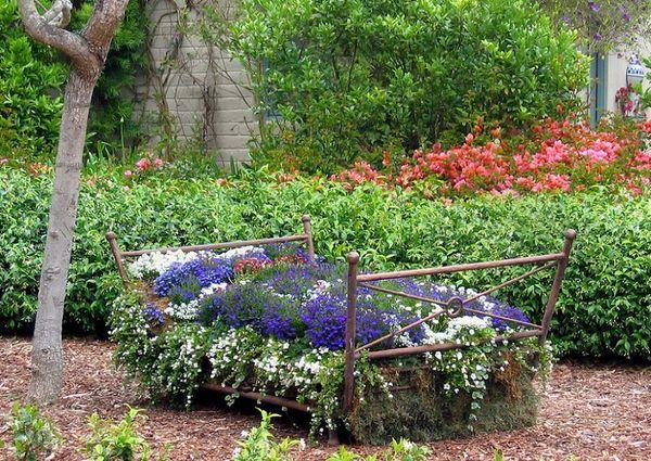 pat vechi folosit ca suport de flori