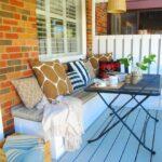 veranda aranjata cu loc de luat masa